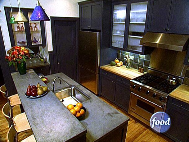 94550_01_Dark-Cabinets