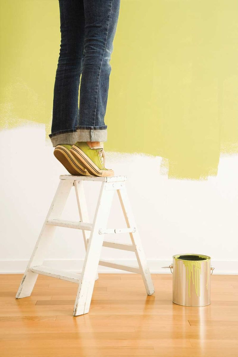 NH-MA11-woman-ladder-painting